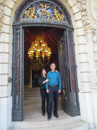 Hotel Banke: Hotel Entrance Door 