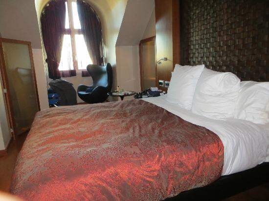 Hotel Banke: King room-quite small. Two single beds put together is called a king. Beds were comfortable.
