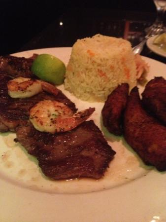 El Tamarindo Cafe: skirt steak & shrimp