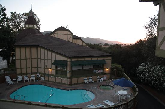 Holiday Inn Express Solvang: sunset over the mountains & pool