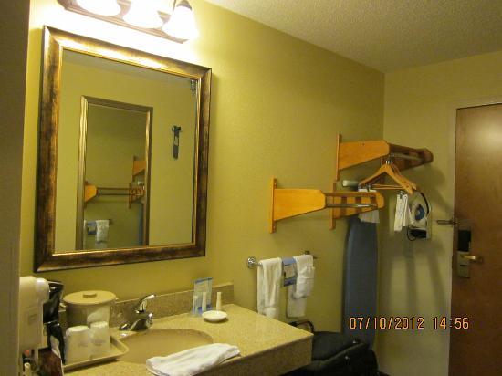 Baymont Inn & Suites Asheville/biltmore: Room