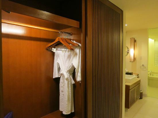 Princess D'An Nam Resort & Spa: Closet