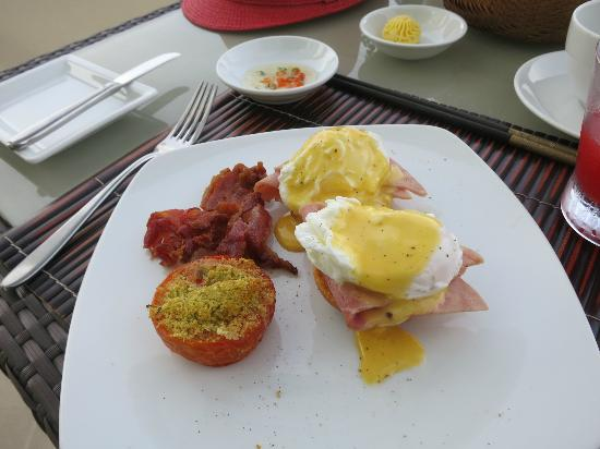 Princess D'An Nam Resort & Spa: Egg benedict from breakfast menu - all you can eat