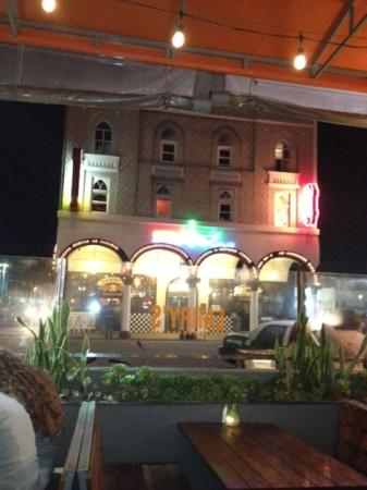 Danny's Venice Deli: Dannys At Night
