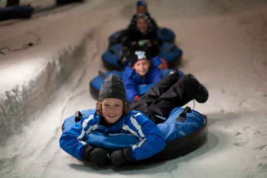 Snowplanet : Snow Tubing - Heaps of fun for all ages!