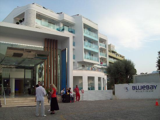 Blue Bay Platinum Hotel: outside hotel