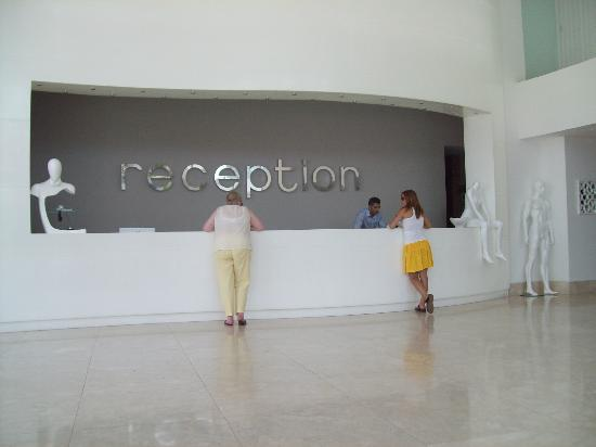 Blue Bay Platinum Hotel: reception