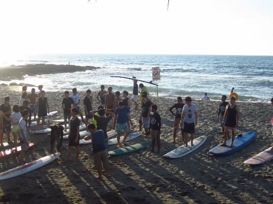 Costa Villa Beach Resort: surf lesson