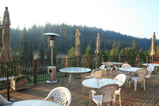 Bear Creek Lodge: Deck at Lodge