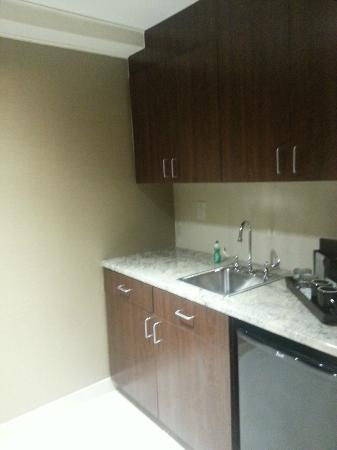 Crowne Plaza Wilmington North: More kitchen