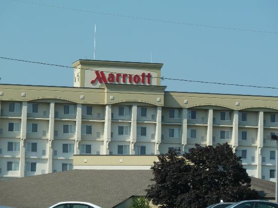 Rochester Airport Marriott: Exterior of Marriott Rochester