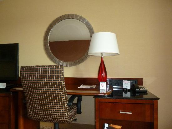 Rochester Airport Marriott: Room