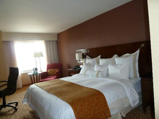 Rochester Airport Marriott: Comfortable Bed