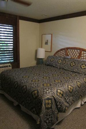 Garden Isle Cottages: Bedroom
