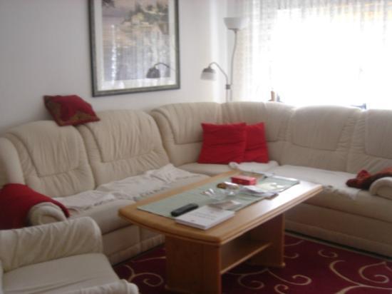 Ganser Alpine Apartments: Spacious and Lovely Livingroom