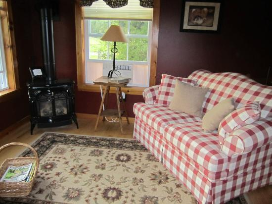 Cliff Haven Farm B&B: The Red Room