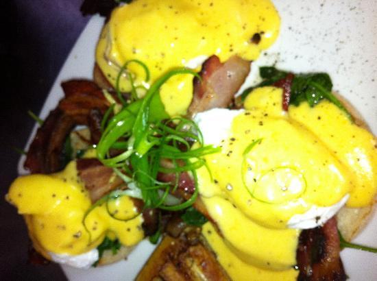 Walnut Cottage Cafe: Eggs benedict
