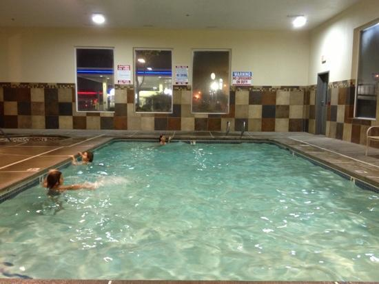Super 8 by Wyndham Woodburn: indoor pool & hot tub