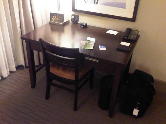ذا ويستن بير ماونتن جولف ريزورت آند سبا: Good workstation, my only complaint is the chair.....should be a chair with wheels 