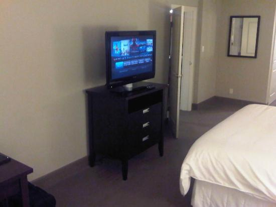 Westin Bear Mountain Victoria Golf Resort & Spa: Another flat screen in the bedroom