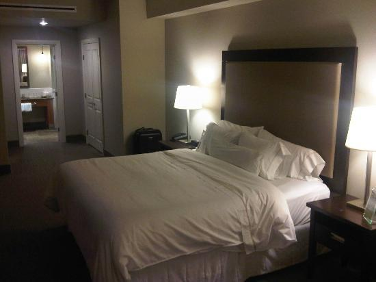 Westin Bear Mountain Victoria Golf Resort & Spa: Great bed with big heavy comfy sheets and duvet