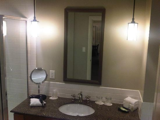 Westin Bear Mountain Victoria Golf Resort & Spa: Nice, make up mirror! Comes in handy for us old guys that can't see anymore!