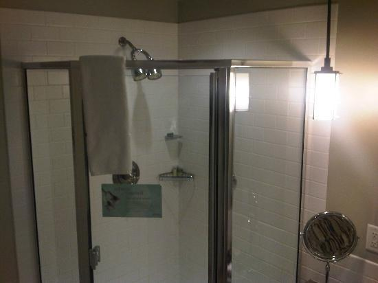 Westin Bear Mountain Victoria Golf Resort & Spa: Double shower head, feels like a waterfall!