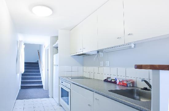 Crown on Cintra Lane: one bedroom kitchen