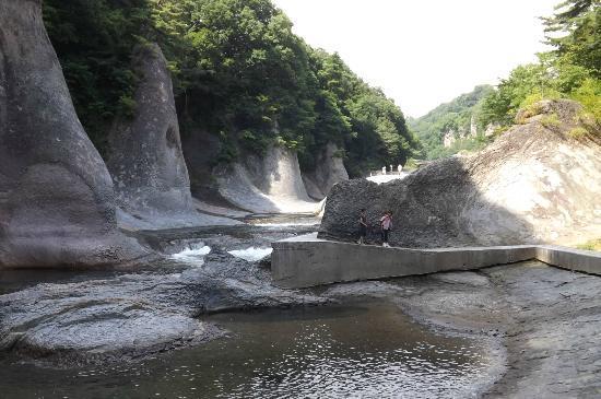 Fukiwarenotaki Fall: 侵食された岩肌も見事