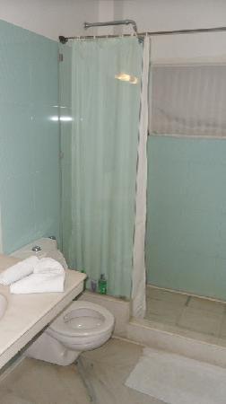 Hotel Amar Kothi: bathroom