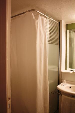 Ibis Budget Nice Palais Nikaia: Bathroom