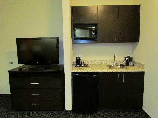 SpringHill Suites Waco Woodway: Kitchenette in Suite