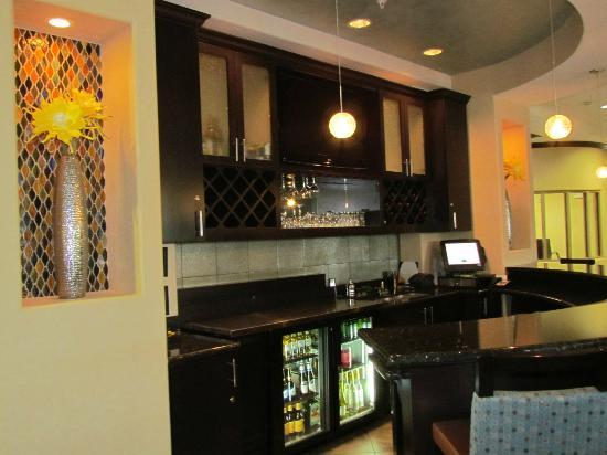 SpringHill Suites Waco Woodway: Bar in the den area