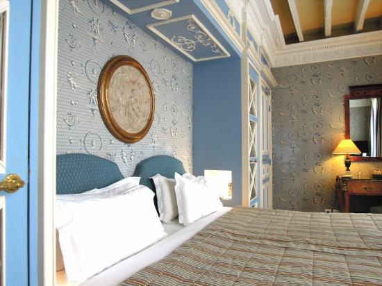 โรงแรมเดส์ กรองด์ ฮอมเมส: bed