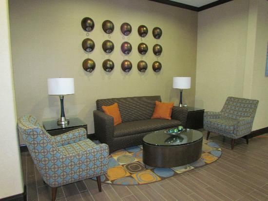 SpringHill Suites Waco Woodway: Sitting area in hotel
