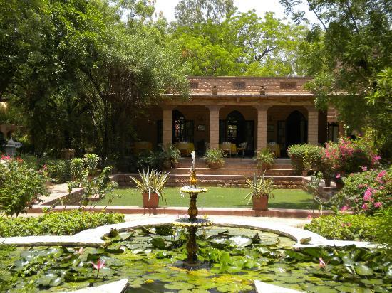 Devi Bhawan: hotel grounds