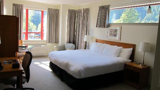 Harrison Beach Hotel: Deluxe King Bed - Mountainside View