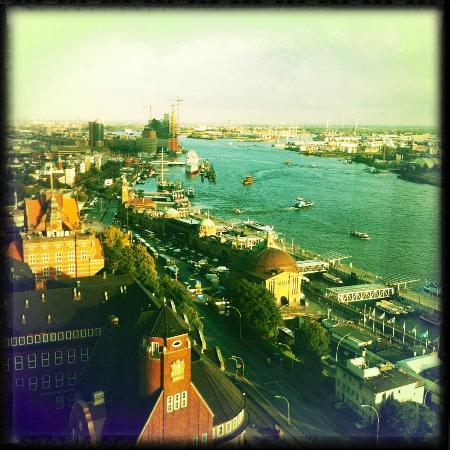 Empire Riverside Hotel : Zimmeraussicht - Hamburger Hafen