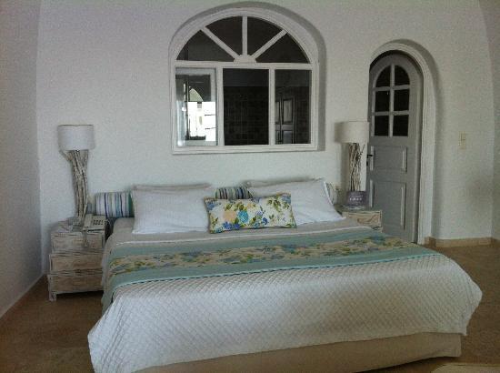 San Antonio Suites: bed