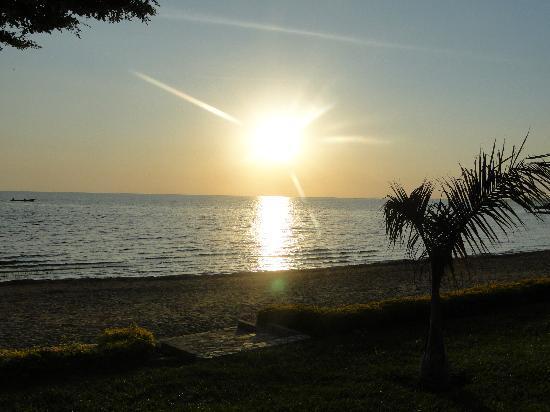 Garuga Resort Beach Hotel: The sun setting