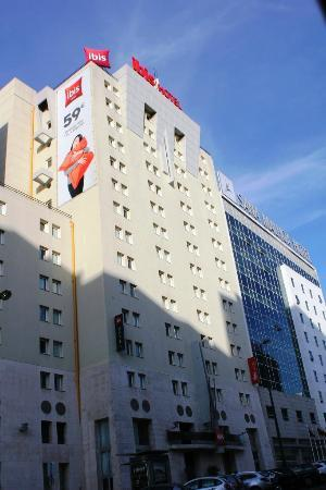 Hotel Ibis Lisboa Jose Malhoa: Hotel View from street