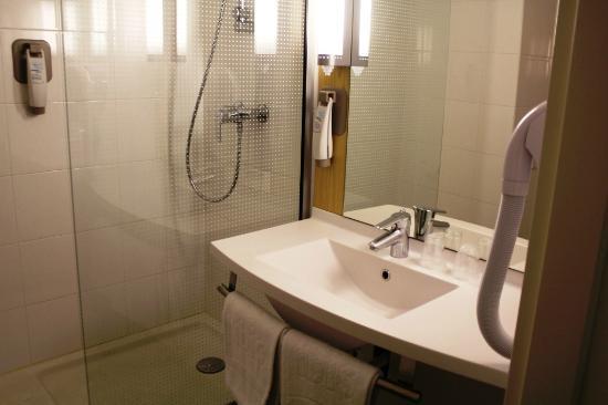 Hotel Ibis Lisboa Jose Malhoa: Bathroom