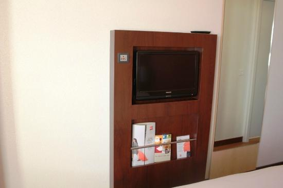 Hotel Ibis Lisboa Jose Malhoa: Flat screen TV