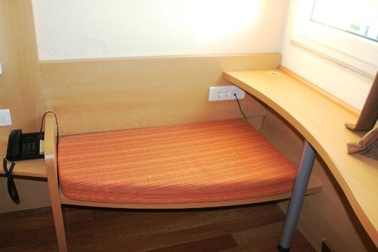 Hotel Ibis Lisboa Jose Malhoa: Seat in room