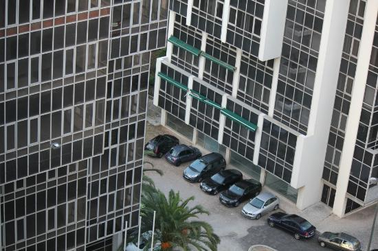 Hotel Ibis Lisboa Jose Malhoa: Free Parking spot across the street