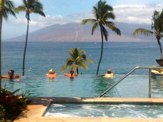 Four Seasons Resort Maui at Wailea: Endless Pool and view