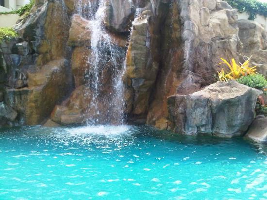 Four Seasons Resort Maui at Wailea: My daily neck massage waterfall by children's pool