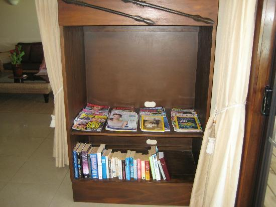 Rendezvous Villas: Selection of magazines and books