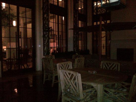 Corinthia Hotel London: Courtyard plenty of outdoor seating to enjoy