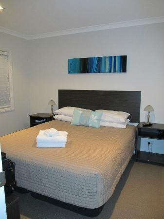 Fitzroy Beach Motel: Main bedroom, has tv